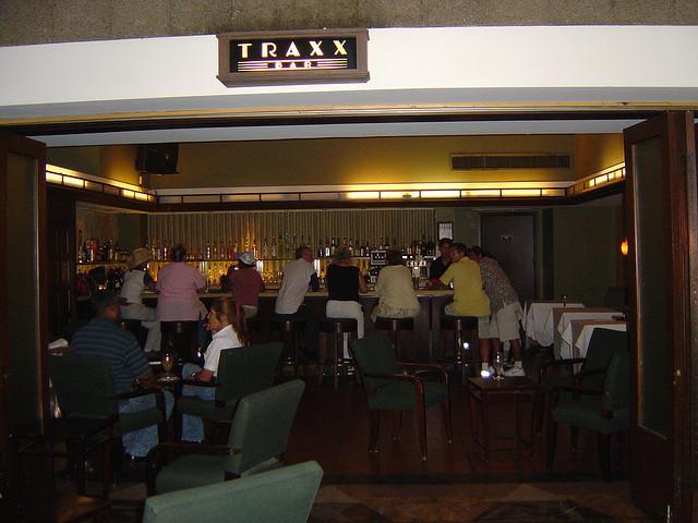 Traxx Bar at Los Angeles Union Station (Flickr – Vidalia)