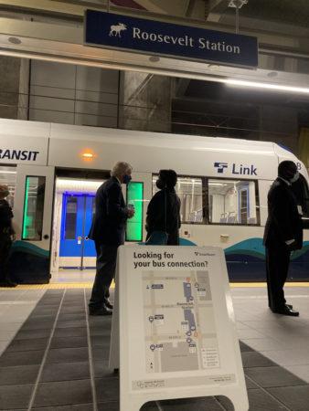 Bus connection info on Roosevelt platform